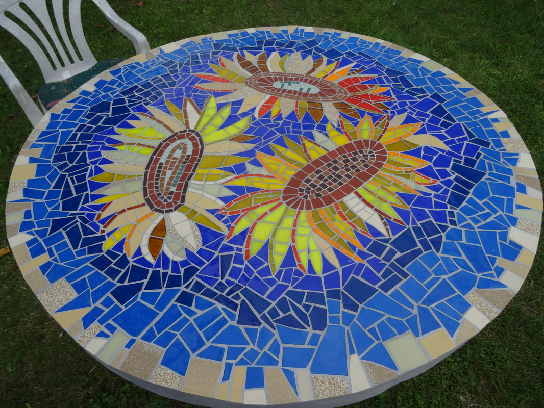 Emejing table de jardin beton mosaique contemporary awesome interior home satellite - Table de jardin en mosaique ...